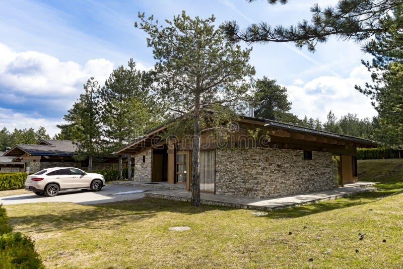 Brique suburbaine et maison en pierre image libre de droits