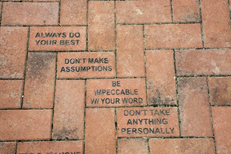 Briques de plaza avec le message photo libre de droits