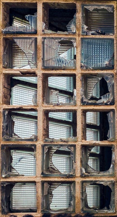 Briques en verre cassées images libres de droits