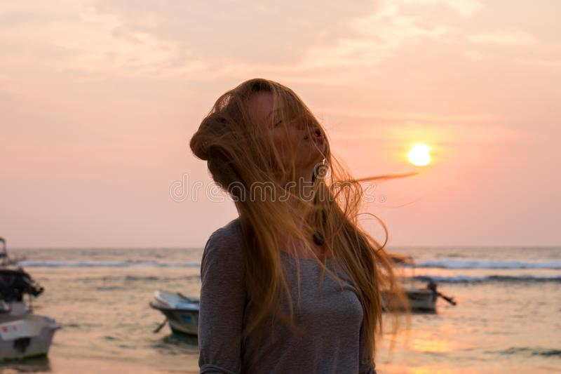 Brisa de mar en la puesta del sol fotografía de archivo