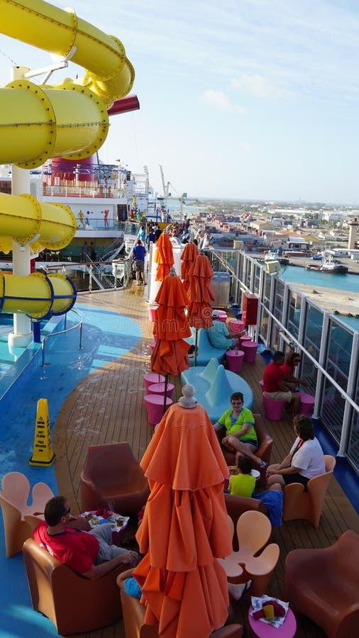 Brisa del carnaval atracada en Oranjestad, Aruba foto de archivo libre de regalías