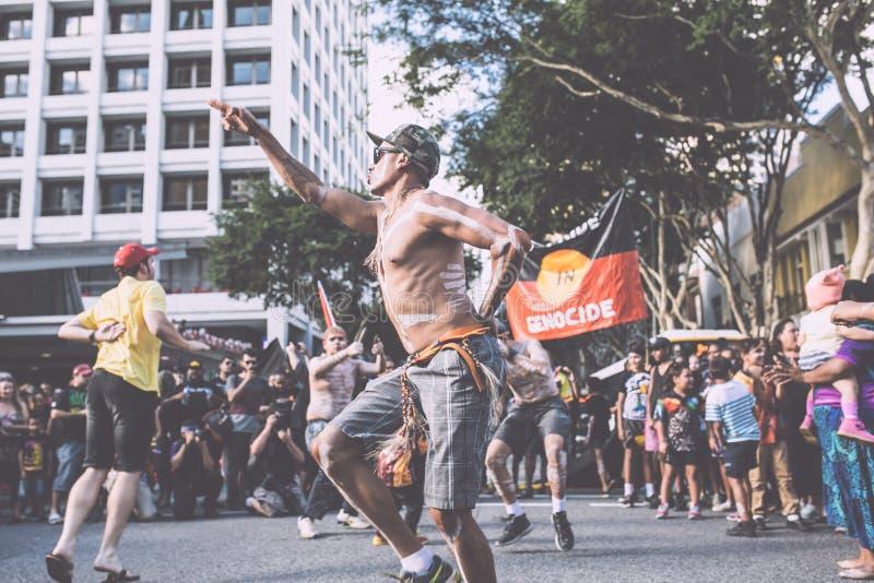 Brisbane Aborigional som tvingas stängningsmars royaltyfri foto