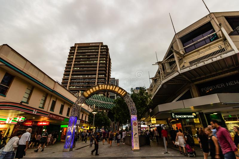 Brisbane, Austrália - 2019 Fotografia do curso da cidade de Brisbane Turistas na alameda da rua da rainha foto de stock