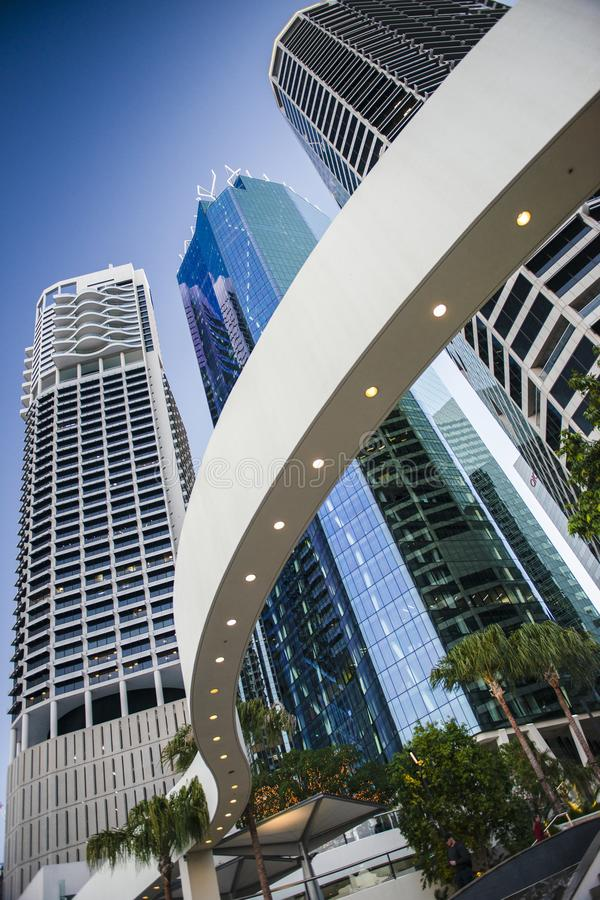 Brisbane, Australien 19. August 2017 - Ansicht der Stadtwolkenkratzer auf Eagle Street in Brisbane CBD an der Dämmerung am 19. Au lizenzfreies stockbild