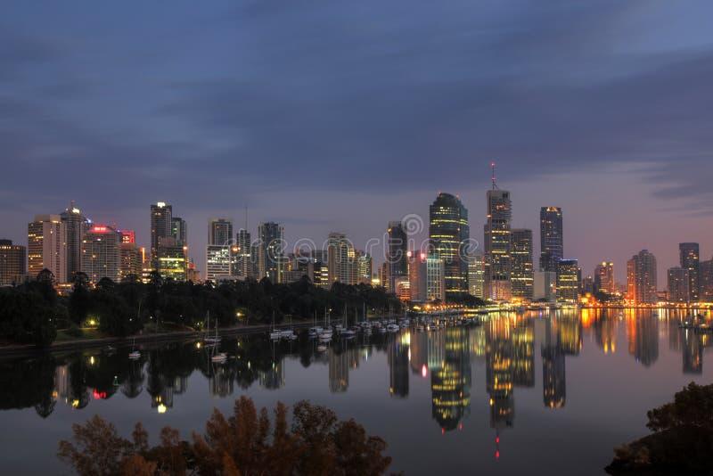 Brisbane avec la réflexion images stock