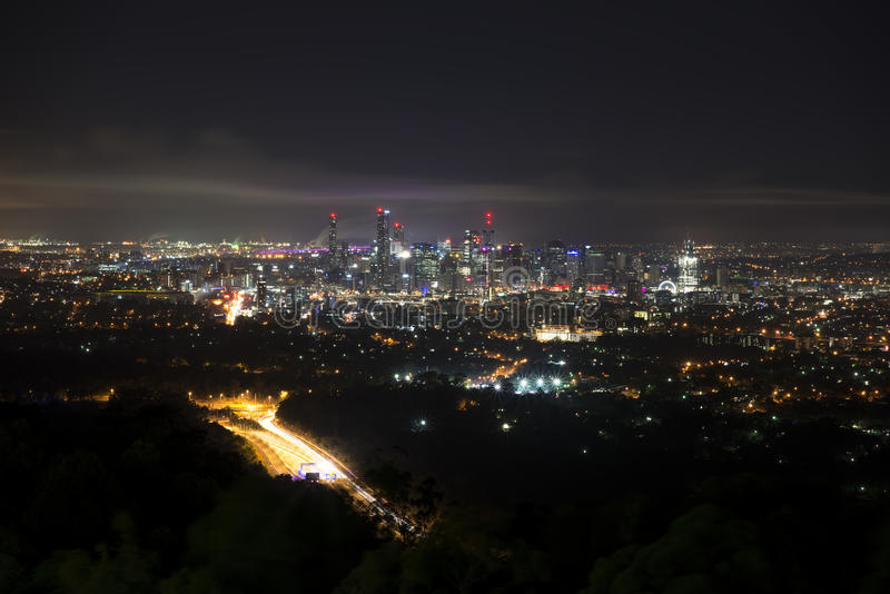 Brisbane bij nacht van Onderstelkoet Tha royalty-vrije stock afbeelding