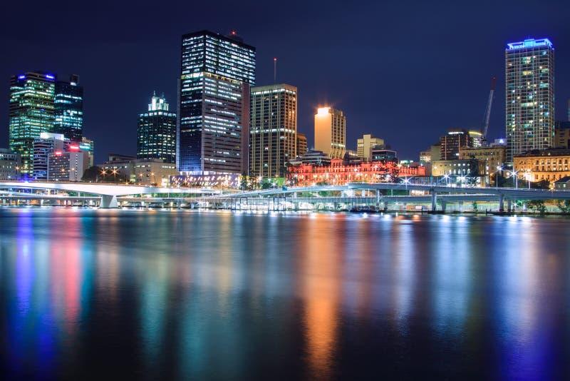 Brisbane na noite fotografia de stock royalty free
