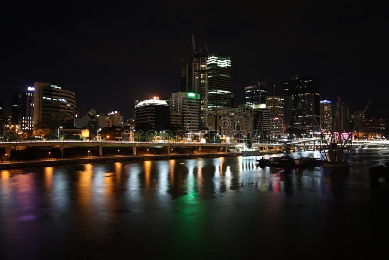 Brisbane na noite fotos de stock