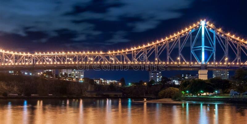 Brisbane, opowieść most przy nocą zdjęcie stock