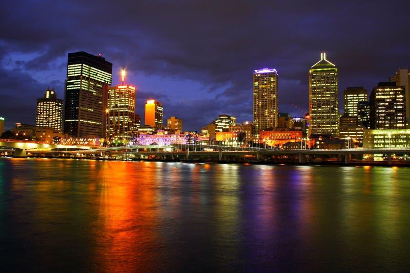 Brisbane-Stadt nachts stockbild