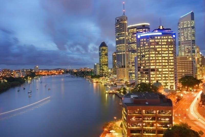 Brisbane-Stadt nachts lizenzfreie stockbilder