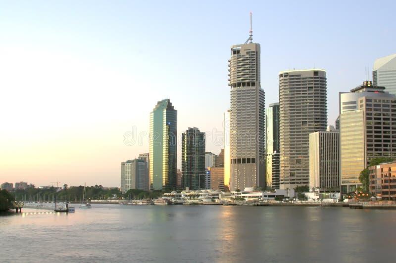 Brisbane-Stadt-Skyline an der Dämmerung stockfoto