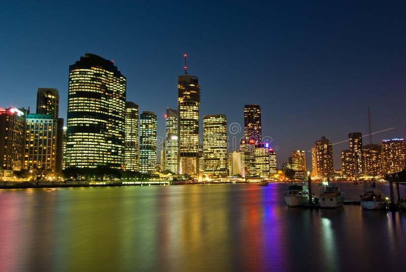 Brisbane-Stadt-Skyline am Sonnenuntergang stockbild