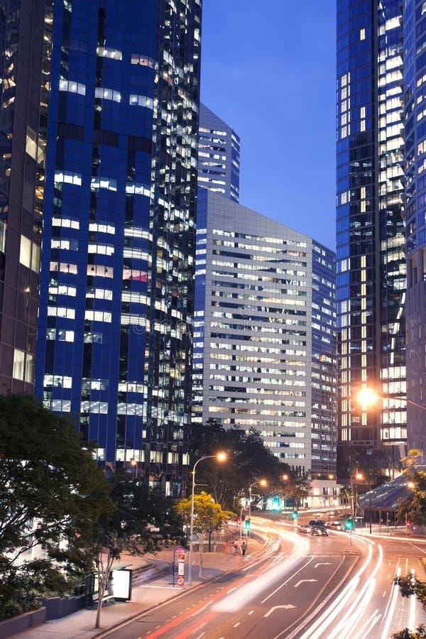 Brisbane-Stadtgebäude nachts lizenzfreie stockbilder