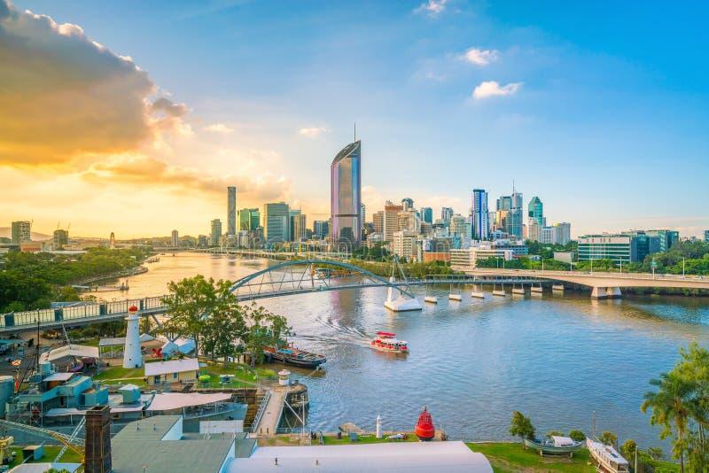 Brisbane-Stadtskyline und Brisbane-Fluss in der Dämmerung stockfoto