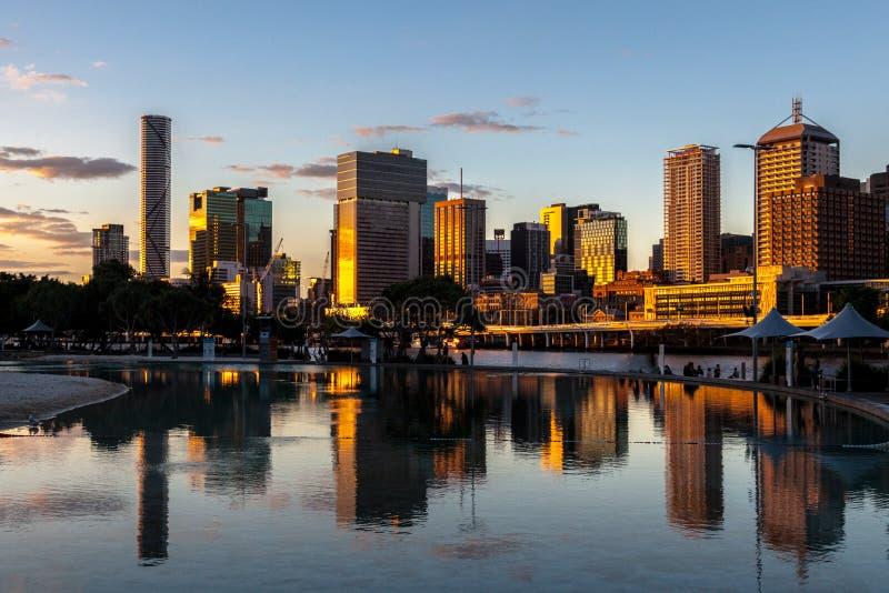 Brisbane-Stadtsonnenuntergang stockbild