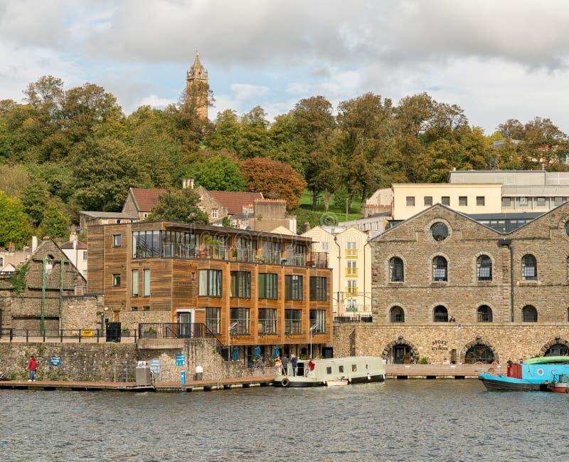 Bristol Docks con Cabot Tower nei precedenti fotografia stock
