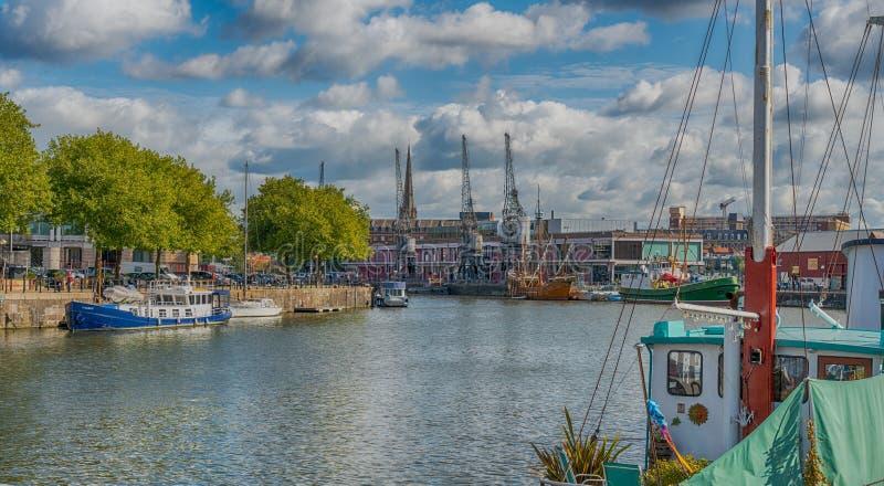 Bristol Docks m. Shed e gru, Inghilterra immagini stock libere da diritti
