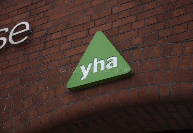 Bristol Förenade kungariket, Februari 23rd 2019, tecken för anslutning för YHA-ungdomvandrarhem arkivfoton