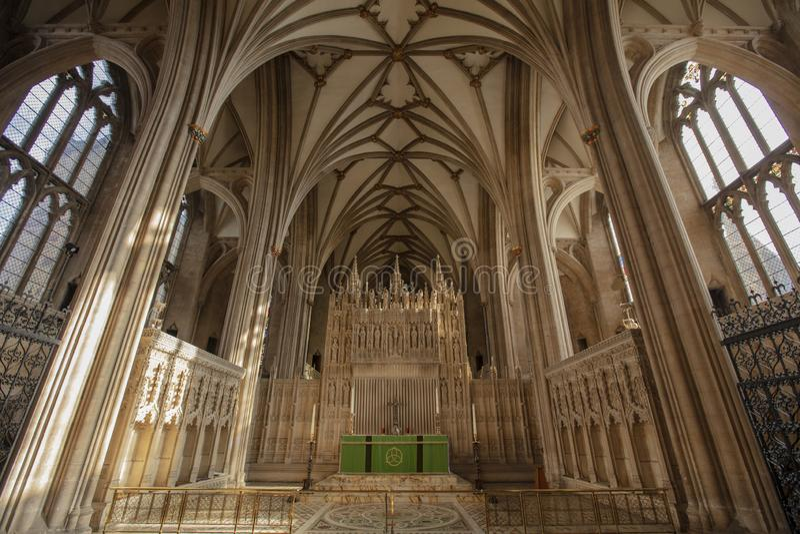 Bristol Förenade kungariket, Februari 2019, sikt av altaret Bristol Cathedral royaltyfri foto