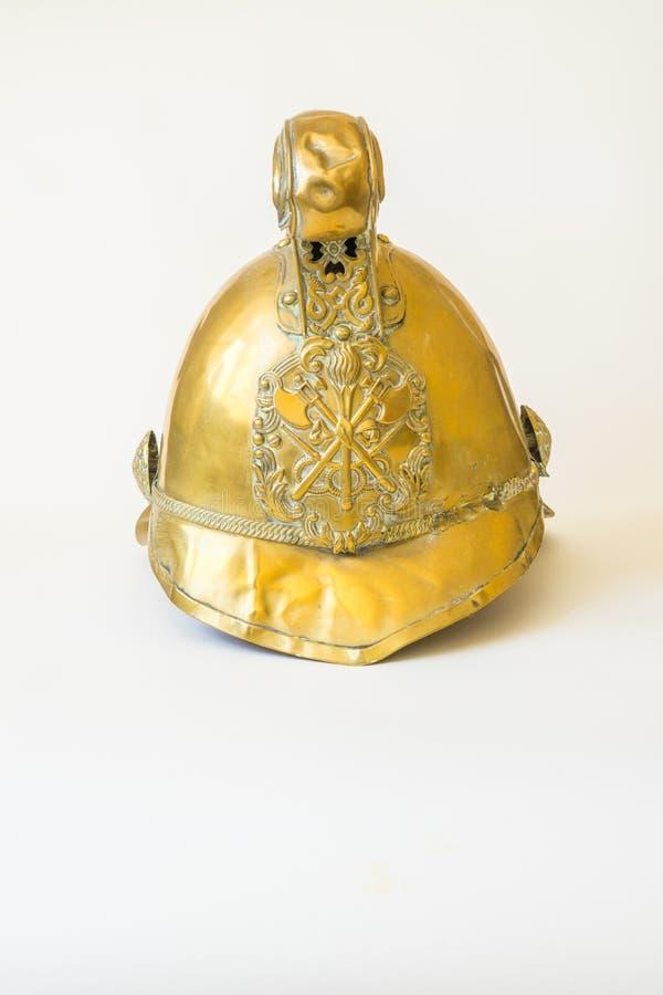 Británicos otro alinean el casco de cobre amarillo del fuego de Merryweather, vista delantera foto de archivo
