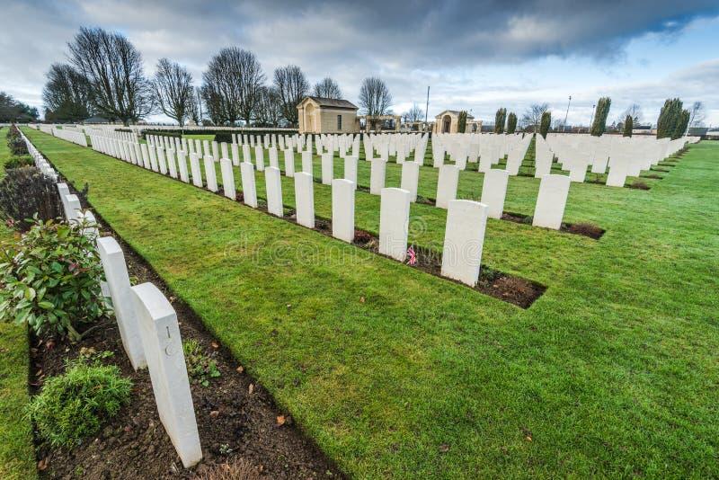 Británicos y cementerio de la guerra de la Commonwealth en Bayeux, Francia foto de archivo