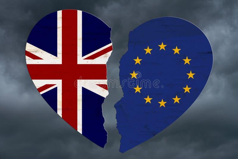 Britannici e bandiere di UE in un brexit del cuore rotto fotografia stock