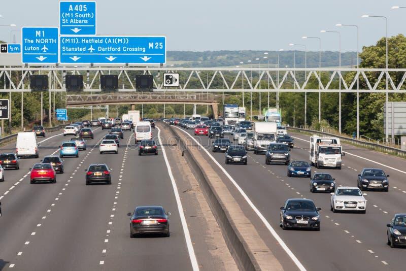 Britische Autobahn M25 lizenzfreie stockfotografie