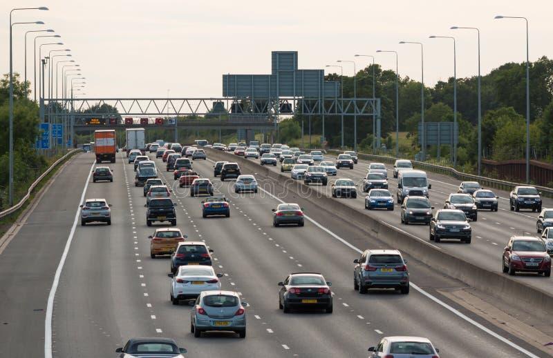 Britische Autobahn M25 lizenzfreies stockbild