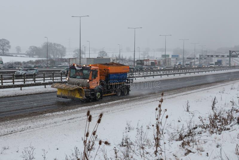 Britische Autobahn M1 während des Schneesturms lizenzfreie stockfotos