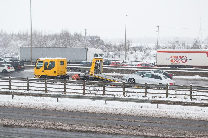 Britische Autobahn M1 während des Schneesturms lizenzfreies stockbild