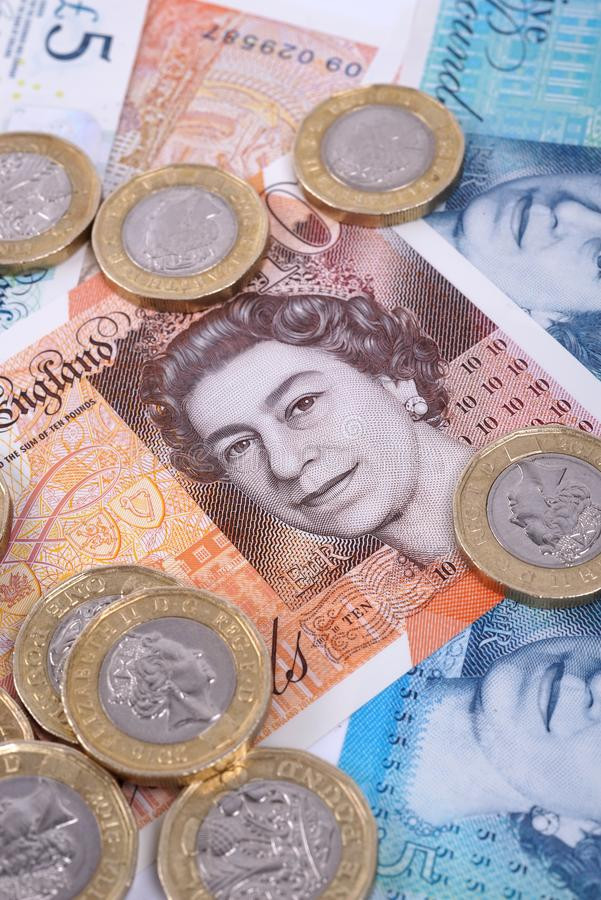 BRITISCHE Banknoten und M?nzen-Nahaufnahme stockbild