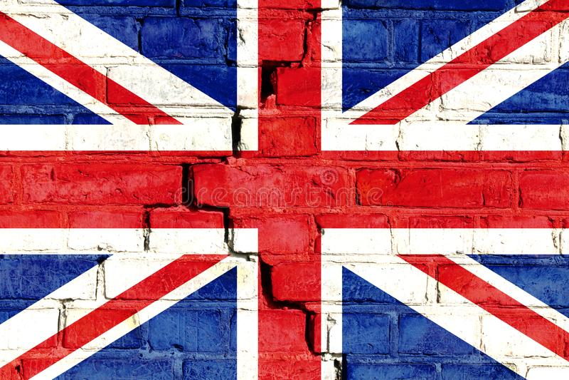 BRITISCHE Flagge Vereinigten Königreichs gemalt auf gebrochener Backsteinmauer stockbild