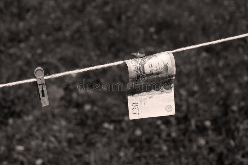Britische Pfunde Banknoten mit Wäscheklammern lizenzfreie stockfotos