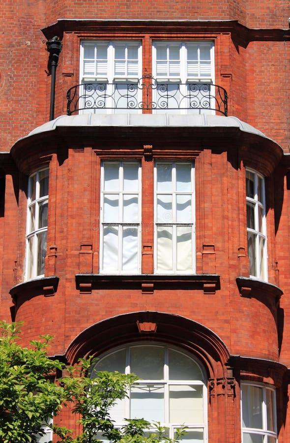 Britische Villa des roten Ziegelsteines stockfoto