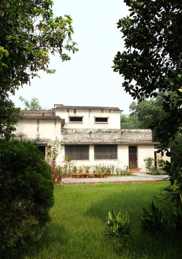 Britische Zeithäuser in Campus IIT Roorkee mit Räumen und wohler Belüftung stockfotografie