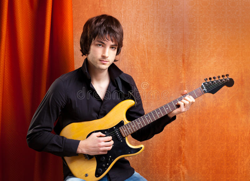 Britischer indie Knallfelsenblick-Jungemusiker stockfotos