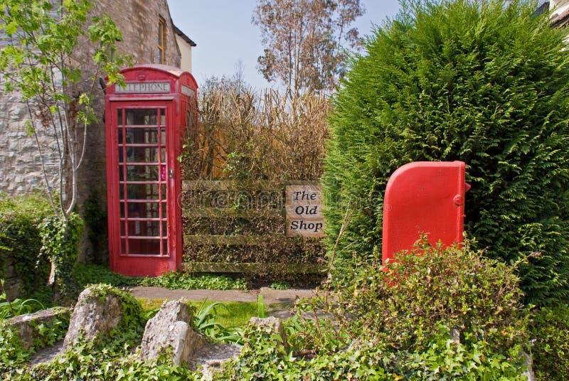 Britischer Pfosten-Kasten und Telefonzelle lizenzfreies stockbild