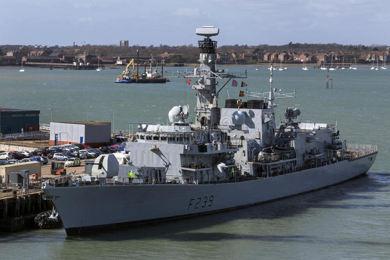 Britisches Kriegsschiff - Portsmouth-Hafen - Vereinigtes Königreich lizenzfreie stockfotografie