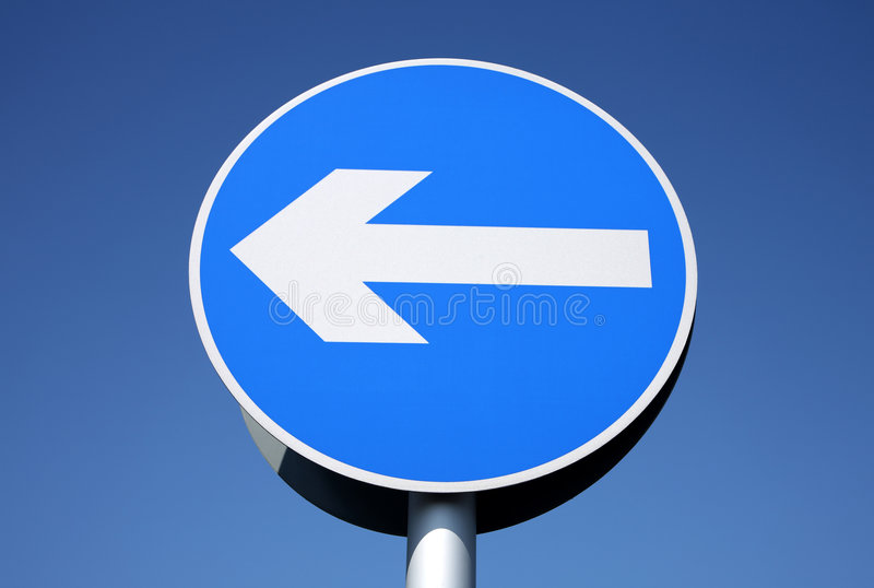 Britisches Zeichen der linken Kurve nur. lizenzfreies stockfoto
