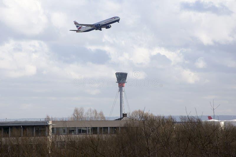 British Airways Boeing 767 che decolla all'aeroporto di Heathrow fotografie stock