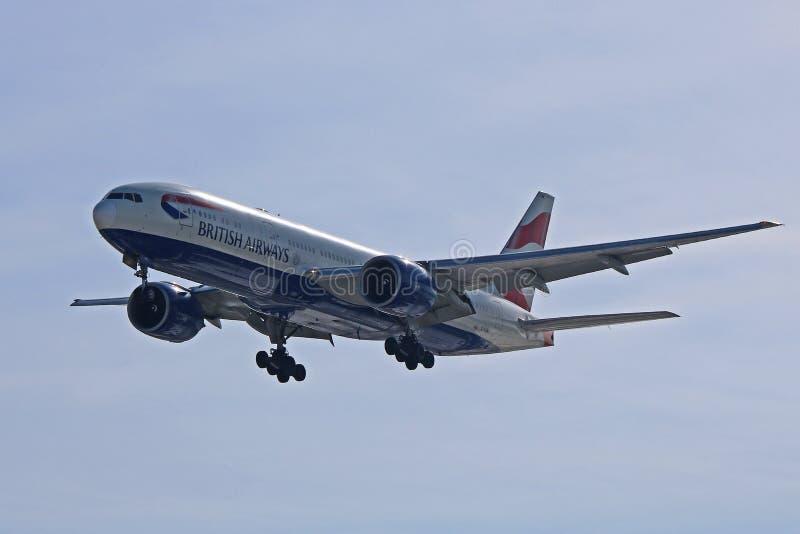 British Airways Boeing 777-200ER auf Endanflug lizenzfreies stockbild