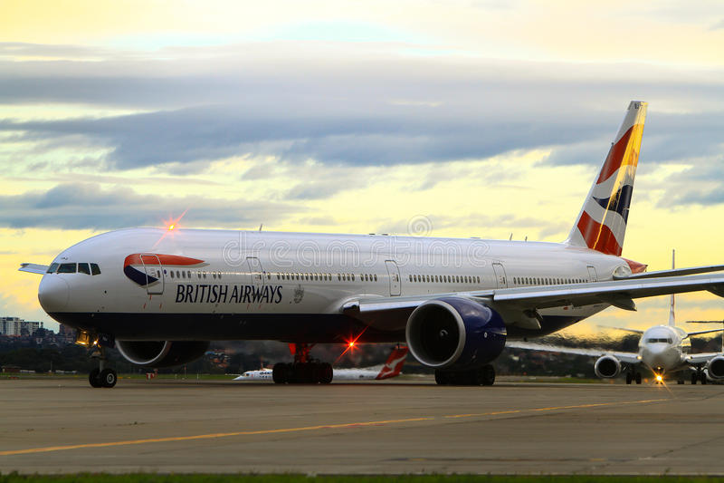 British Airways Boeing 777 na pista de decolagem fotografia de stock royalty free