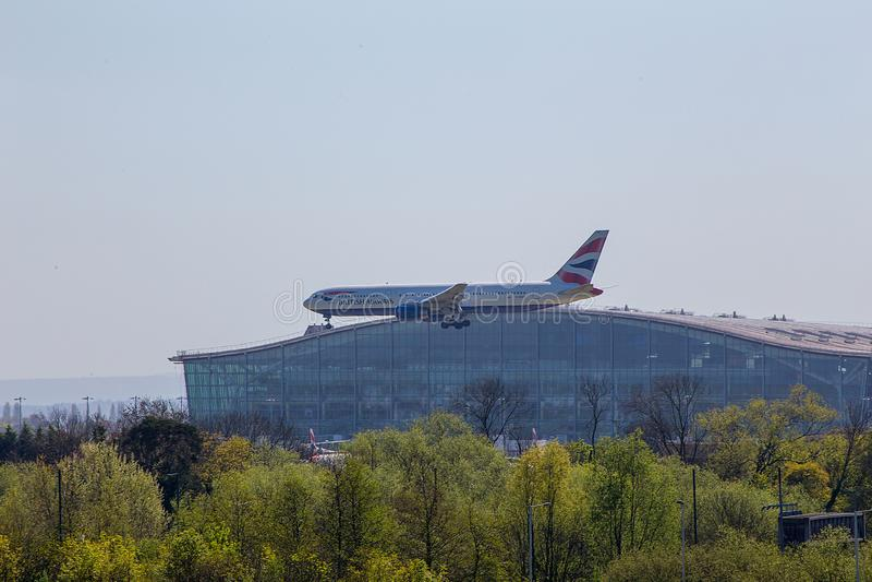 British Airways Boeing 767 sull'approccio all'aeroporto di Heathrow fotografia stock
