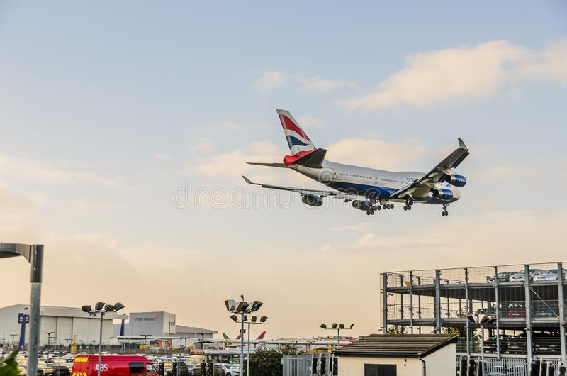 British Airways 747 d?barquant chez Heathrow photo stock