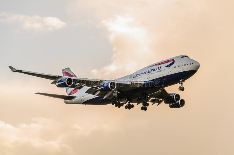 British Airways 747 d?barquant chez Heathrow photographie stock libre de droits