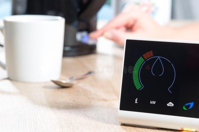 British Gas Smart metermått returnerar energiförbrukning arkivfoto