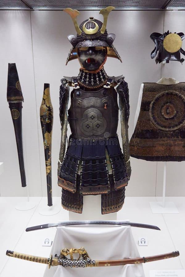 British Museum samurajer armerar, hjälmen och svärdet i London royaltyfria foton