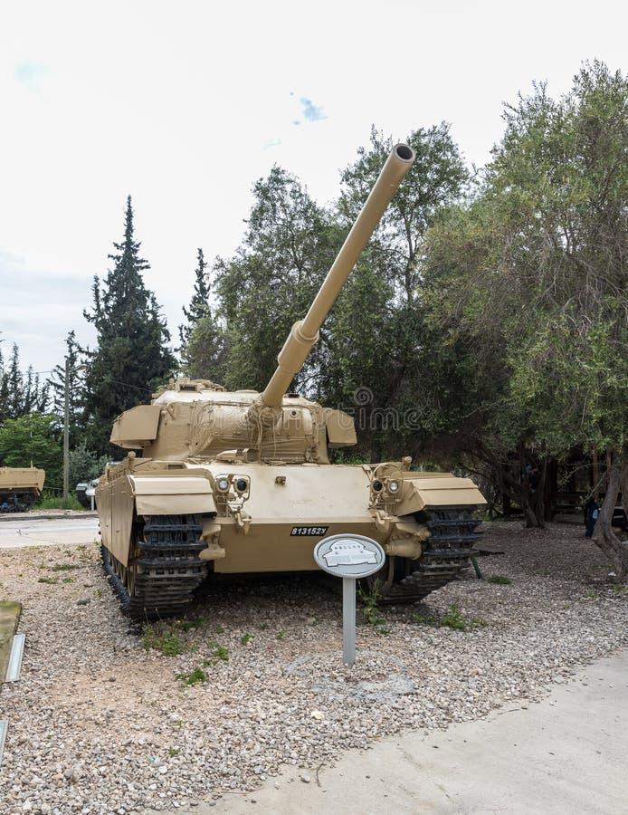 Britse Geschotene Cal A - Centurion - tank is op de Herdenkingsplaats dichtbij het Gepantserde Korpsenmuseum in Latrun, Israël stock foto's