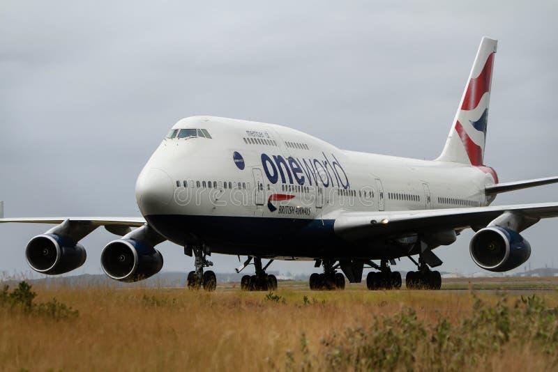 Britse luchtroutesBoeing747 straal op baan stock afbeeldingen